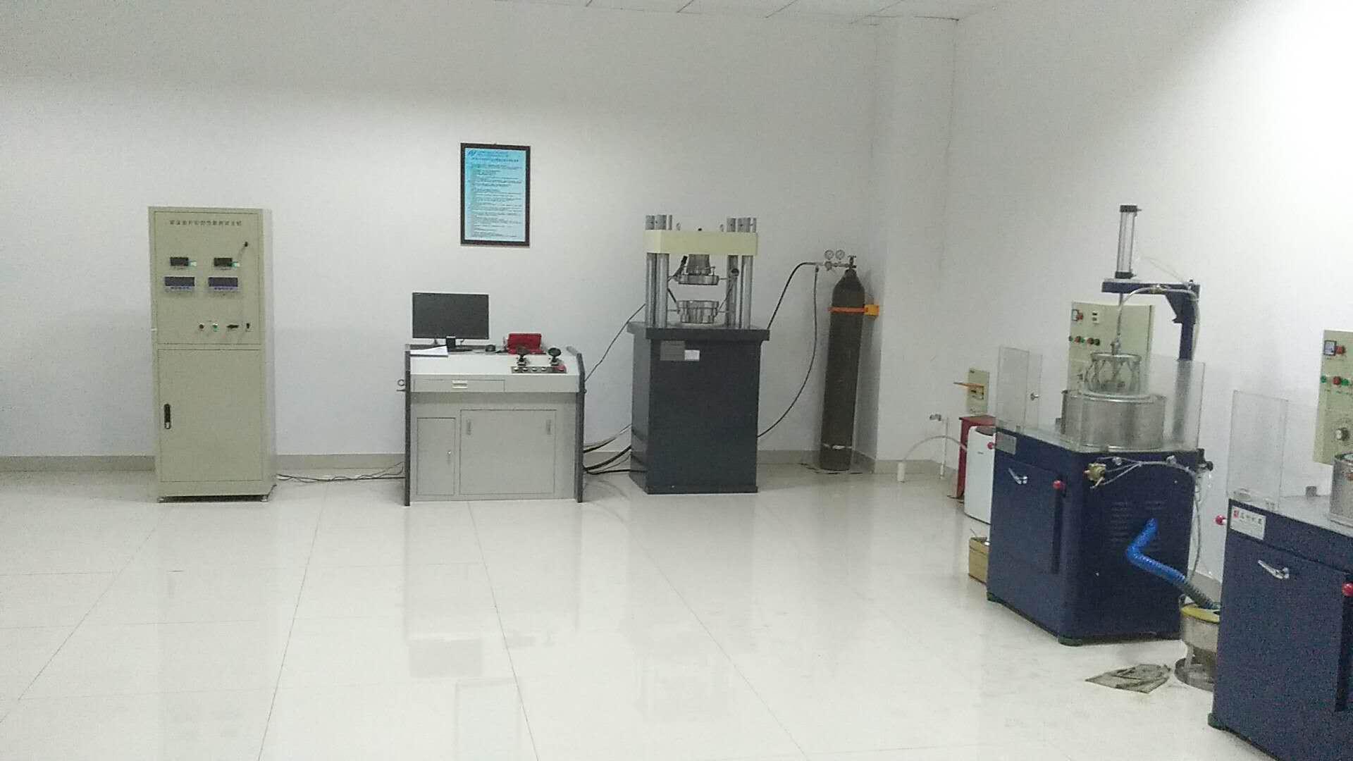 我司与华东理工大学成功研究核电站用大吨位垫片性能试验机